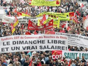 Les syndicats résistent au travail dominical de la loi Macron
