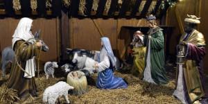 Une-creche-de-Noel-pourra-rester-a-la-mairie-de-Beziers