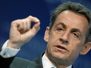 Sondage: Hollande au plus bas, Sarkozy revient à droite.