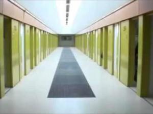 Prisons : le regroupement des détenus radicalisés critiqué.