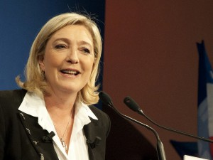 Marine Le Pen précise son positionnement sur l'avortement.
