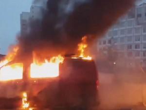 La voiture RTL brûle : ambiance «conviviale et pacifiste» selon I-Télé
