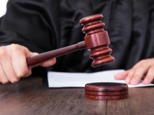 13 juristes se rebiffent