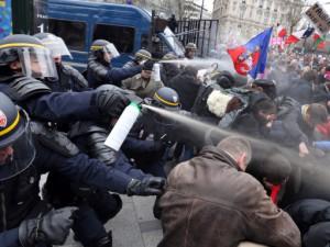 LMPT : la répression policière condamnée par le Défenseur des droits